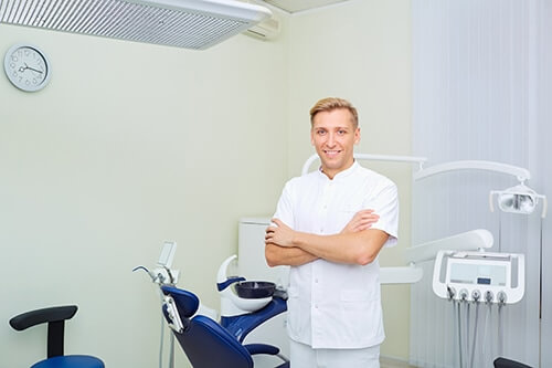 individual ready to teach you about the difference between endodontist vs dentist